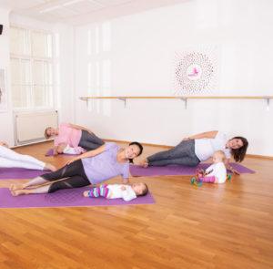 Kanga Sport mit Baby Bodenübungen Backnang Winnenden Waiblingen Schorndorf